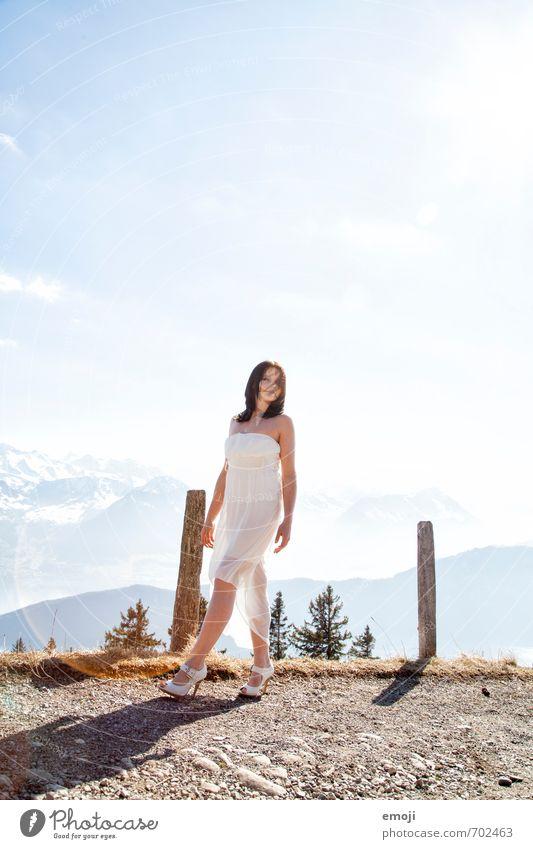 to the moon and back feminin Junge Frau Jugendliche 1 Mensch 18-30 Jahre Erwachsene Kleid hell weiß Farbfoto Außenaufnahme Tag Licht Ganzkörperaufnahme
