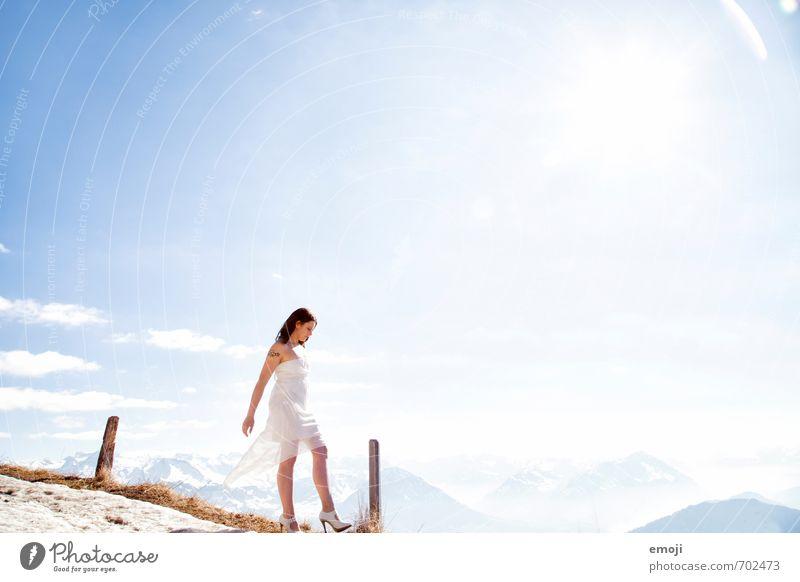 UP Mensch Natur Jugendliche blau schön weiß Sommer Junge Frau 18-30 Jahre Ferne Erwachsene Umwelt Berge u. Gebirge feminin oben hell