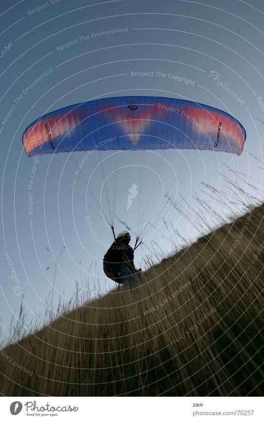 Paragliding in der Rhön fliegen Gleitschirmfliegen Pilot Flugsportarten Wasserkuppe