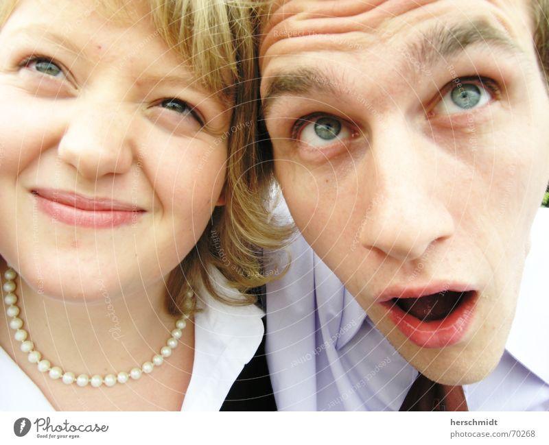 Was guckst du ? Frau Mann Stirn Perlenkette Hemd Krawatte Blick erstaunt Entsetzen Gesicht Auge Nase Mund Haare & Frisuren Falte Kette