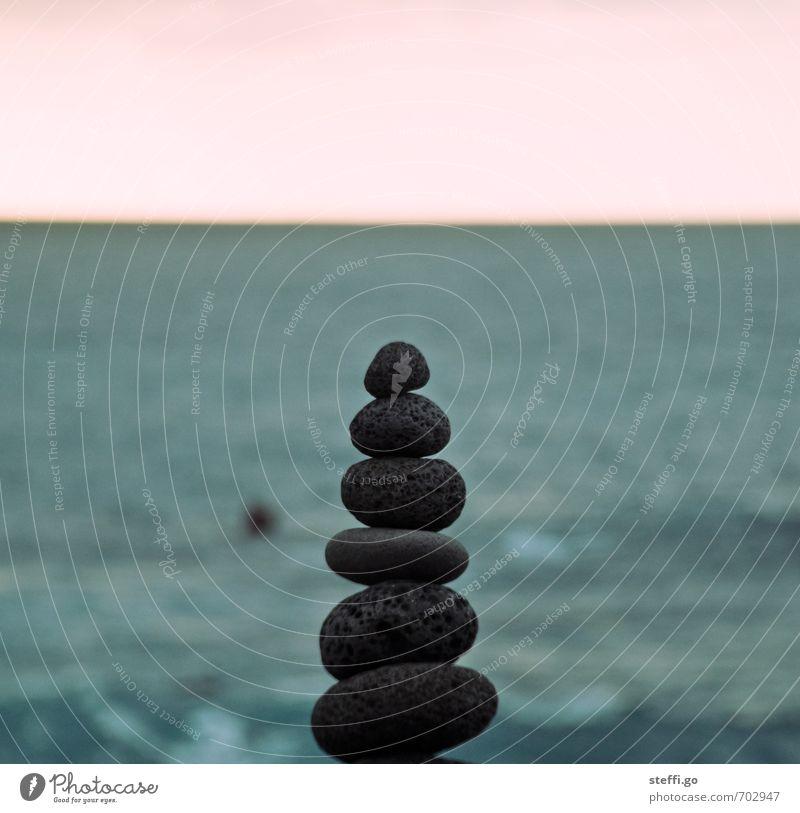 Stein auf Stein Meer ruhig Küste außergewöhnlich Kraft Zufriedenheit Erfolg ästhetisch Turm einzigartig Sicherheit planen rein Konzentration Gelassenheit