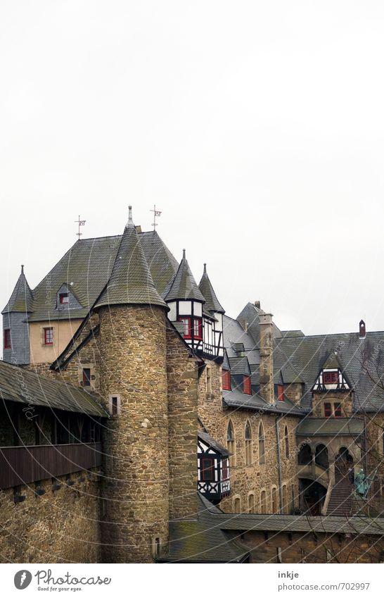 noch schöner wohnen Tourismus Ausflug Sightseeing Städtereise Menschenleer Burg oder Schloss Turm Sehenswürdigkeit Burgturm schloss burg Stein Backstein alt