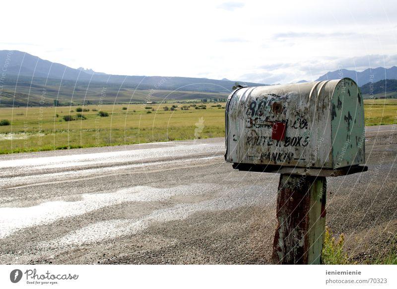 Write me a letter Briefkasten Amerika Einsamkeit Post Rost alt USA Berge u. Gebirge Straße mailbox Postkarte