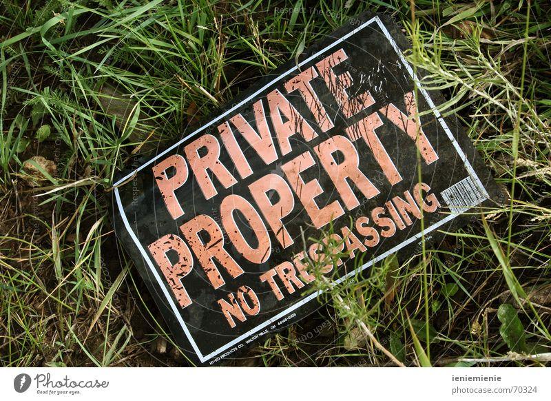 No Trespassing! Grundstück privat Verbote Besitz Gesetze und Verordnungen durchbang kein zutritt Haftstrafe