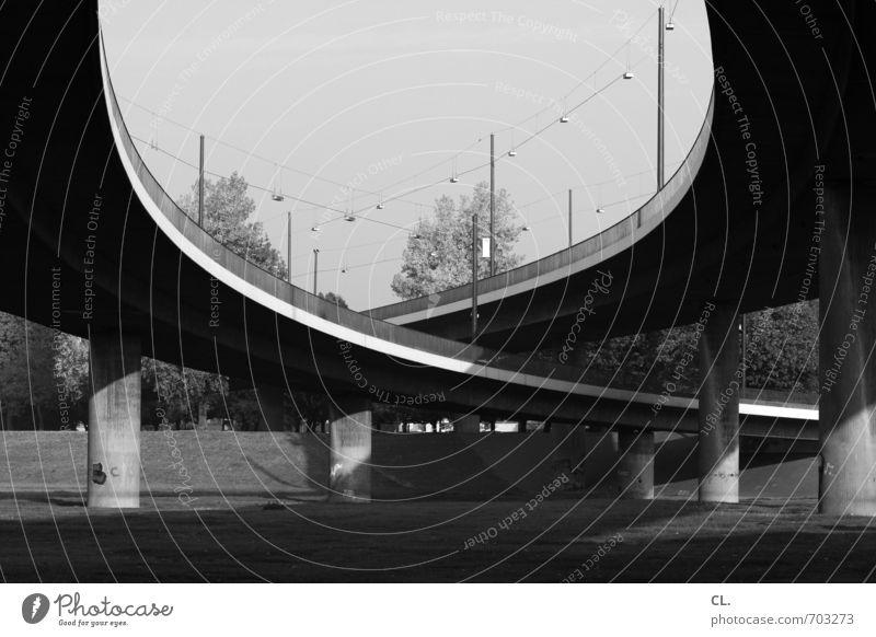 brücke Umwelt Natur Landschaft Himmel Wiese Düsseldorf Brücke Bauwerk Architektur Verkehr Verkehrswege Straßenverkehr Autofahren Wege & Pfade Hochstraße groß