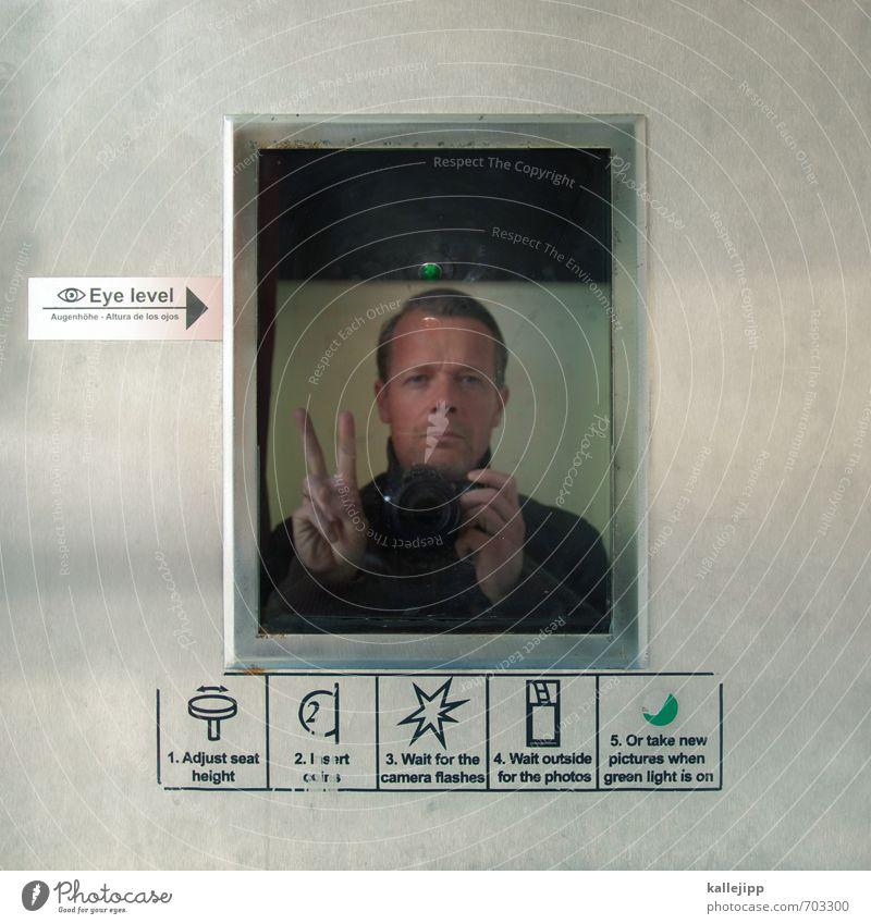 selfie Mensch Mann Erwachsene Kopf maskulin Erfolg Finger retro Metallwaren Körperhaltung Symbole & Metaphern Fotokamera trendy Pfeile Stahl Symmetrie
