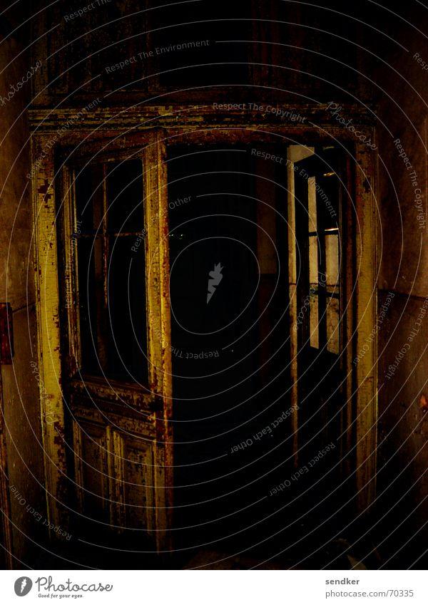 Bates Motel Hotel dunkel Einsamkeit unheimlich Ruine Tür alt