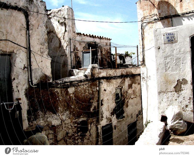 Gassenimpression Ibiza Stadt Gebäude Verfall Haus Altstadt Mauer