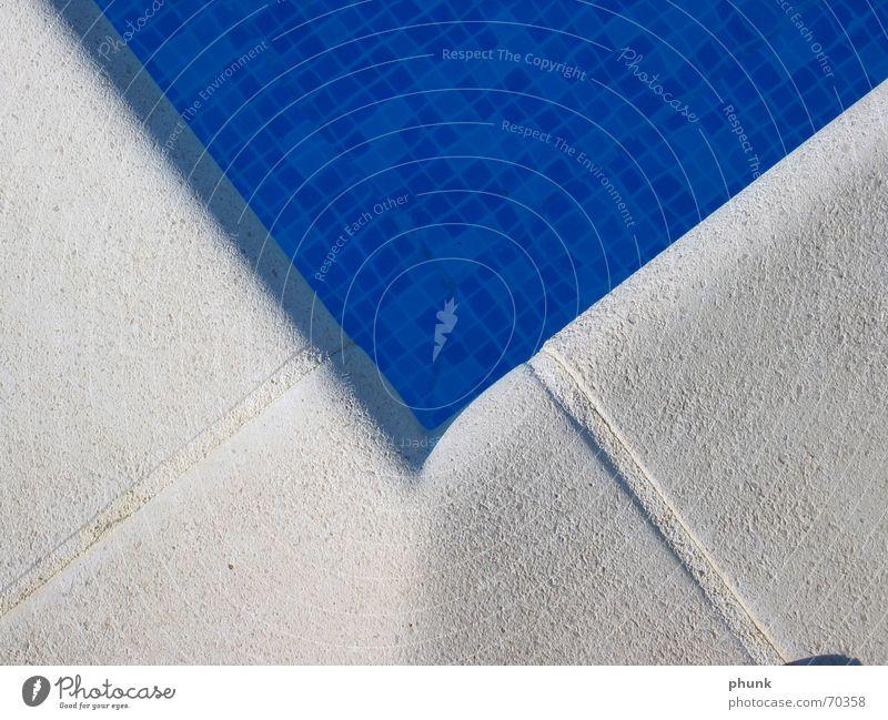 pooleck Wasser blau kalt Stein nass Ecke Schwimmbad kühlen schimmern