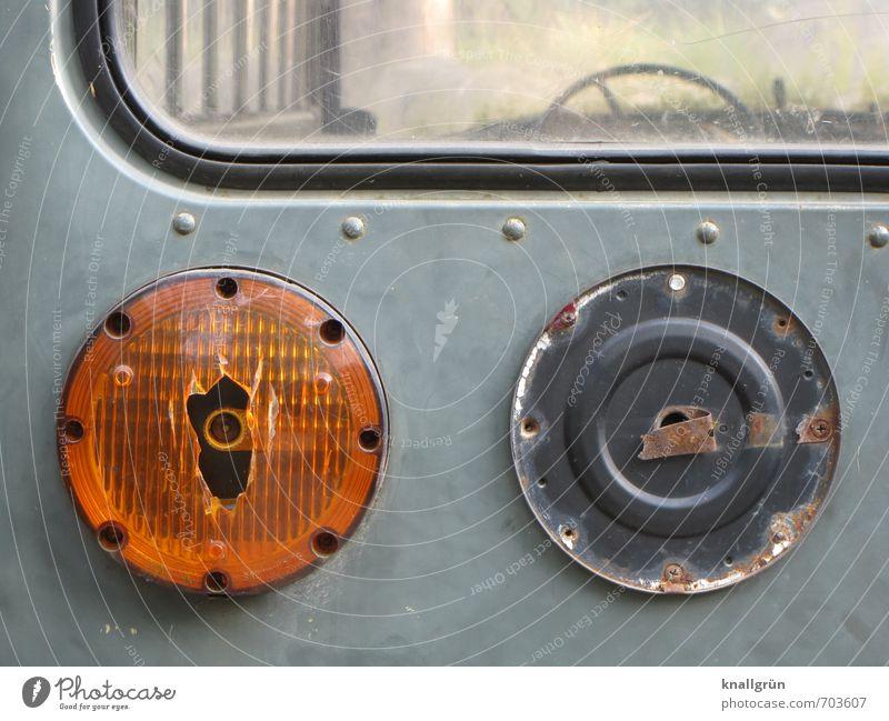 Oldtimer Öffentlicher Personennahverkehr Autofahren Fahrzeug Bus Rücklicht Bremslicht Blinklicht Lenkrad Autofensterdichtung alt dreckig historisch kaputt rund