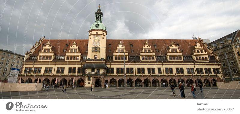 altes Rathaus kippt Stadt Turm Vergangenheit Publikum Leipzig Tourist