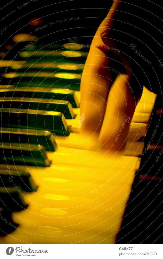 Melancholisches Spiel Klavier Ton 2 Finger Spielen Klaviatur Musik Klang