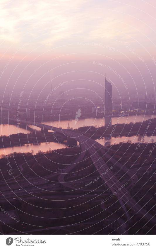 Abendsonne über Wien Ausflug Wolken Fluss Donau Stadt Hauptstadt Stadtrand Skyline Hochhaus Verkehrswege Straße hoch rosa schwarz Zufriedenheit Lebensfreude