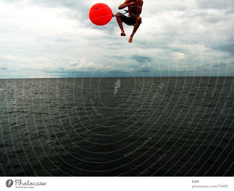 Fall Into Me Himmel Sommer springen Aktion Ball extrem