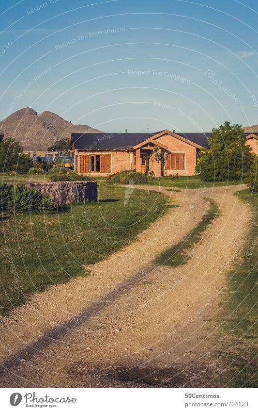Landhaus in Argentinien Himmel Ferien & Urlaub & Reisen Pflanze Sommer Sonne Blume Landschaft ruhig Haus Ferne Umwelt Wiese Herbst Wege & Pfade Frühling