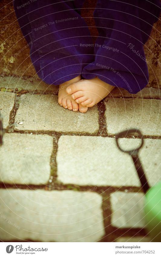 kinder füsse kita spielen kindergarten Kindererziehung Bildung Kindergarten lernen Mensch maskulin Kleinkind Junge Kindheit Haut Fuß Zehen Zehennagel