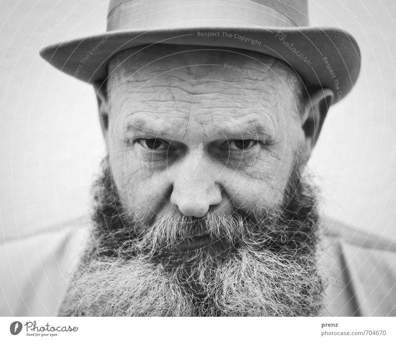 Portrait Mensch maskulin Mann Erwachsene Männlicher Senior Kopf Bart 1 45-60 Jahre alt authentisch schwarz weiß Hut Blick Schwarzweißfoto Außenaufnahme Tag