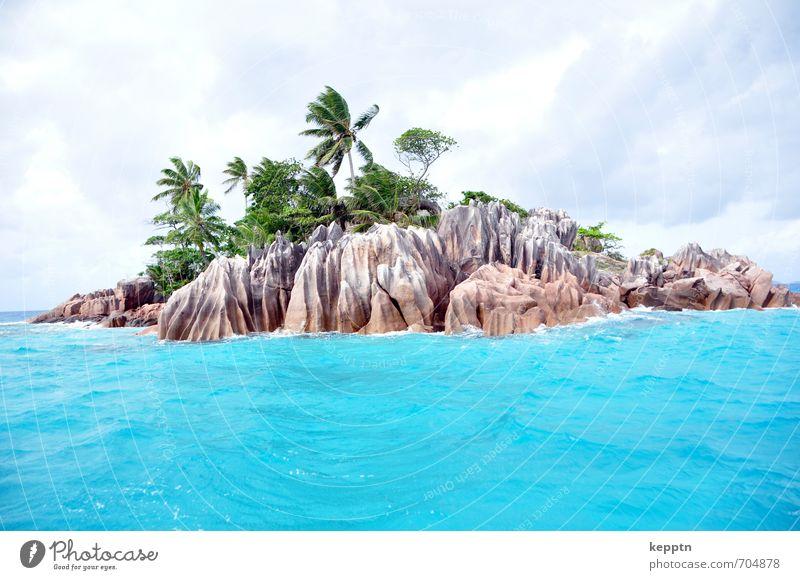 Schatzinsel Landschaft Urelemente Wasser Wolken Sommer Wind exotisch Palme Palmenstrand Küste Strand Meer Palmeninsel Insel Felsen blau türkis Paradies