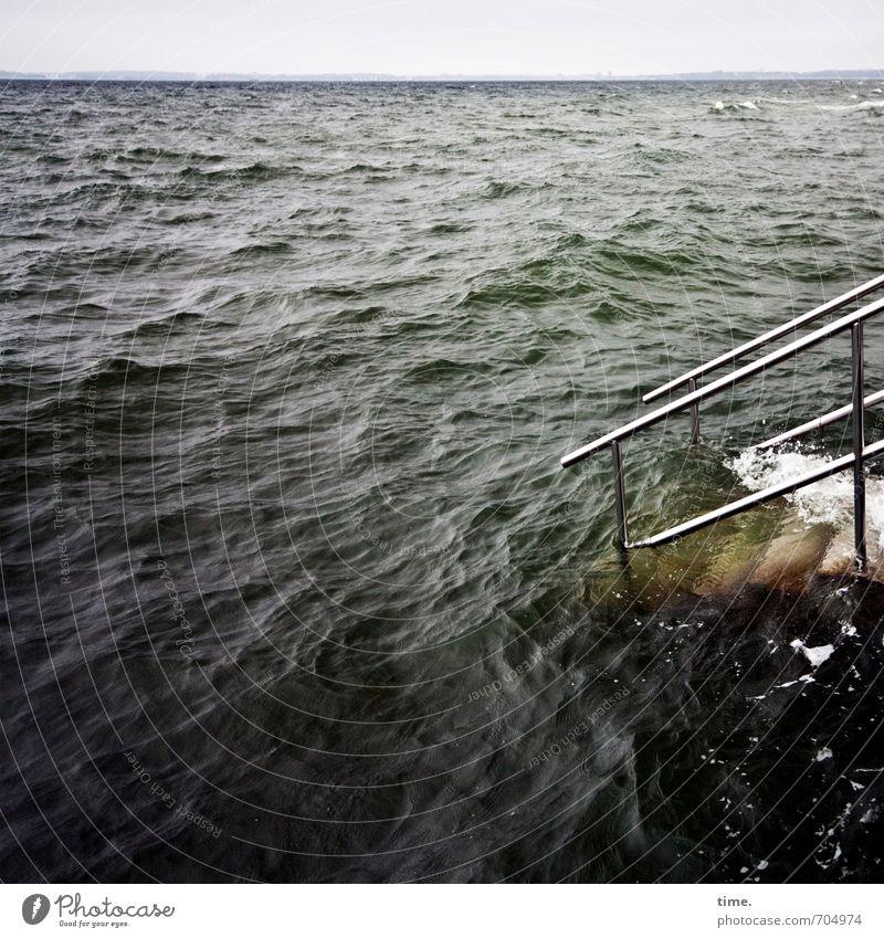 Wasserzeichen | Kraftbad mit Ausstiegshilfe Horizont Wellen Küste Ostsee Meer Hafenstadt Brücke Bauwerk Architektur Seebrücke Treppengeländer Sehenswürdigkeit