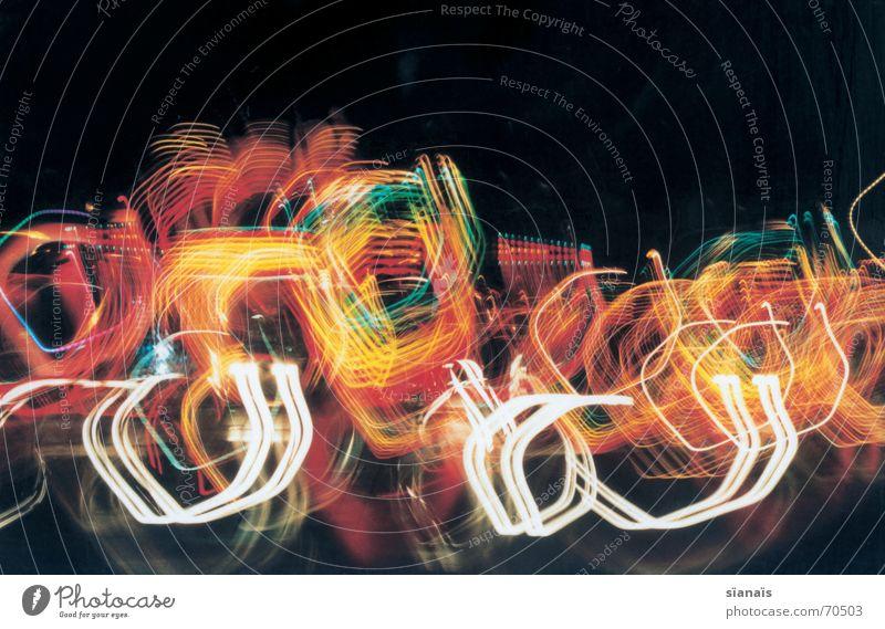 Dichtegradientenzentrifugation 3 Alkoholisiert gelb grün weiß grell rot schwarz Jahrmarkt drehen Drehung Geschwindigkeit Achterbahn Park Licht Spielen