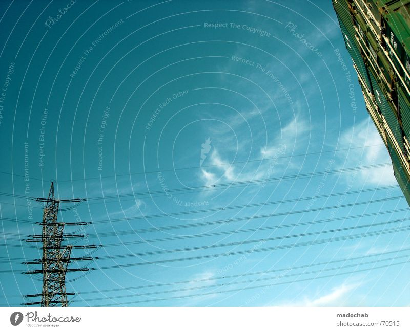 THE SKY IS FULL OF LOVE| himmel wolken clouds energie strom Himmel blau Wolken Freiheit fliegen oben Wetter Energiewirtschaft Elektrizität Schönes Wetter Unendlichkeit Teile u. Stücke himmlisch Strommast Gott Container