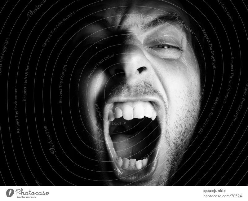 SHOUT Porträt Mann Freak Angst beängstigend schreien dunkel schwarz Zähne zeigen böse verrückt Mensch Gesicht Gewalt Schwarzweißfoto