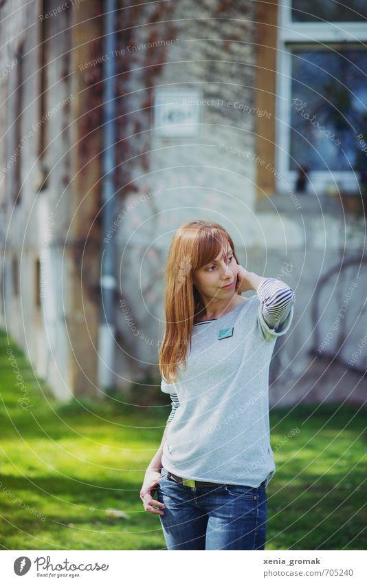 Portrait Mensch Frau Kind Natur Jugendliche grün Sommer Junge Frau 18-30 Jahre Erwachsene Umwelt Wärme Leben Gefühle Wiese feminin