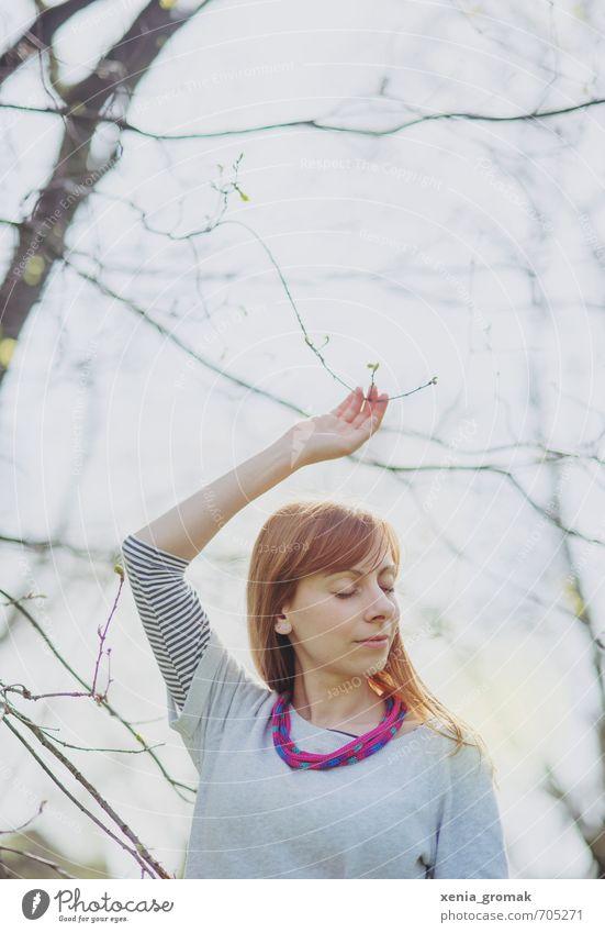 Berühren Mensch Frau Kind Jugendliche Sommer Sonne Erholung Junge Frau ruhig 18-30 Jahre Erwachsene Leben feminin Frühling Spielen Blüte