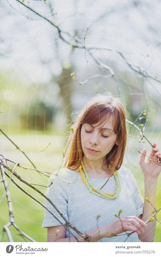ein schöner Frühlingstag Mensch Frau Kind Natur Ferien & Urlaub & Reisen Jugendliche Pflanze Sommer Junge Frau Sonne Erholung ruhig 18-30 Jahre Erwachsene Leben