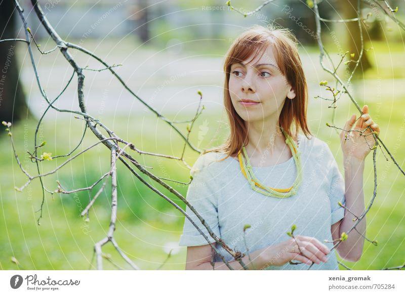 Frühling Mensch Frau Kind Jugendliche Erholung Junge Frau ruhig 18-30 Jahre Erwachsene Leben Gefühle feminin träumen Freizeit & Hobby Zufriedenheit leuchten