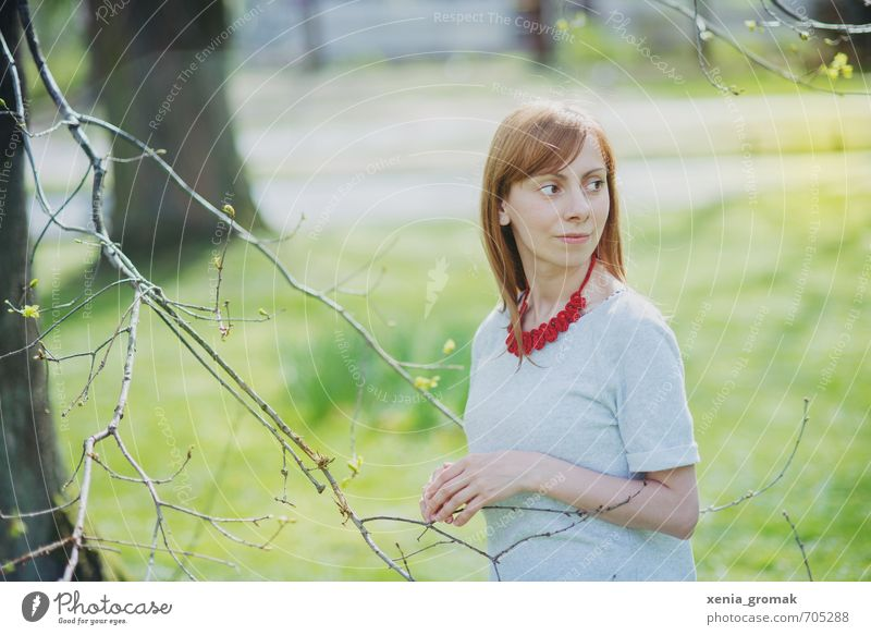 Frau Frühling Sonne Licht Mensch Kind Natur Jugendliche Pflanze Sommer Baum Erholung Junge Frau ruhig 18-30 Jahre Erwachsene Umwelt Leben