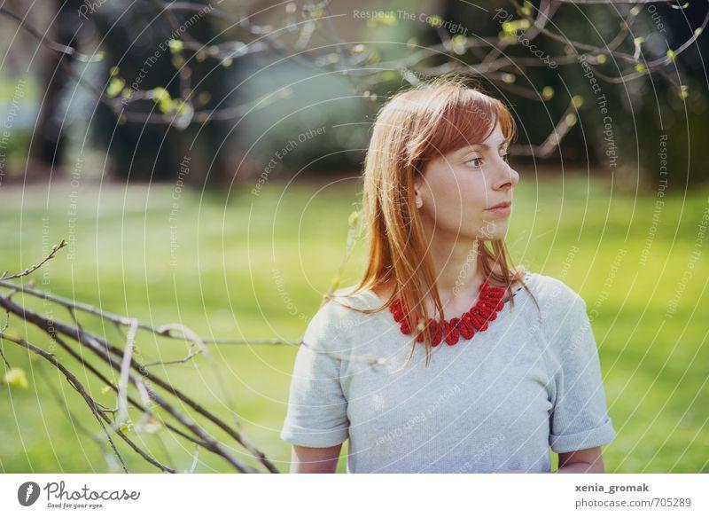 rote Kette Mensch Frau Natur Jugendliche Ferien & Urlaub & Reisen Sommer Junge Frau 18-30 Jahre Erwachsene Umwelt Leben feminin Frühling Spielen