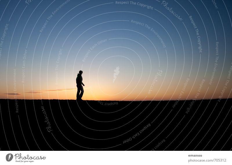horizon man Mensch Himmel Natur Ferien & Urlaub & Reisen Jugendliche Mann blau Einsamkeit Erholung Landschaft Freude Junger Mann Ferne schwarz kalt Erwachsene