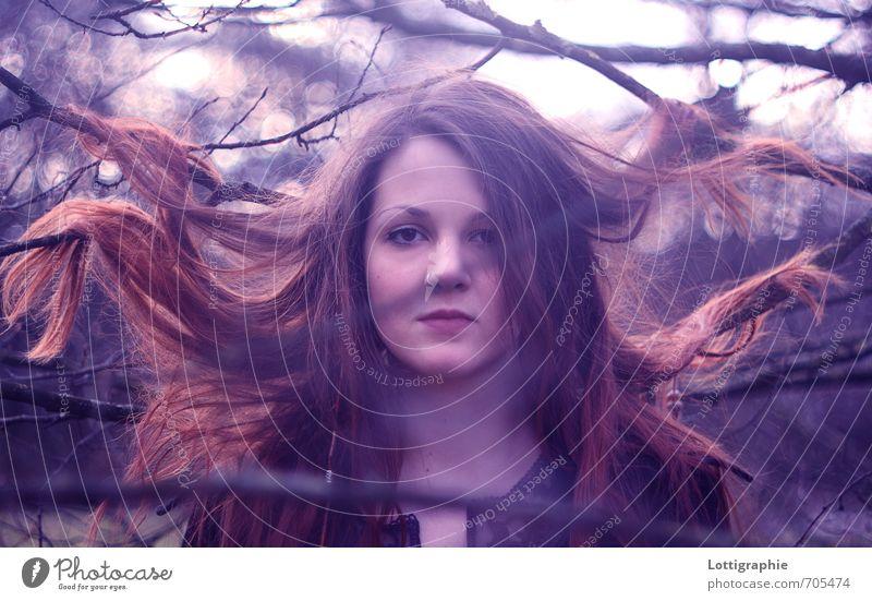 """""""kannst du das wunder denn nicht seh'n?"""" Mensch Natur Jugendliche blau Baum rot Junge Frau ruhig 18-30 Jahre Erwachsene Gefühle Glück natürlich außergewöhnlich"""
