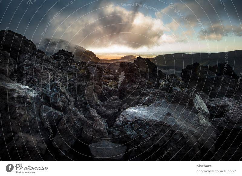 Mordor Natur Landschaft Urelemente Feuer Wolken Gewitterwolken Sonnenaufgang Sonnenuntergang Klima schlechtes Wetter Unwetter Felsen Vulkan außergewöhnlich