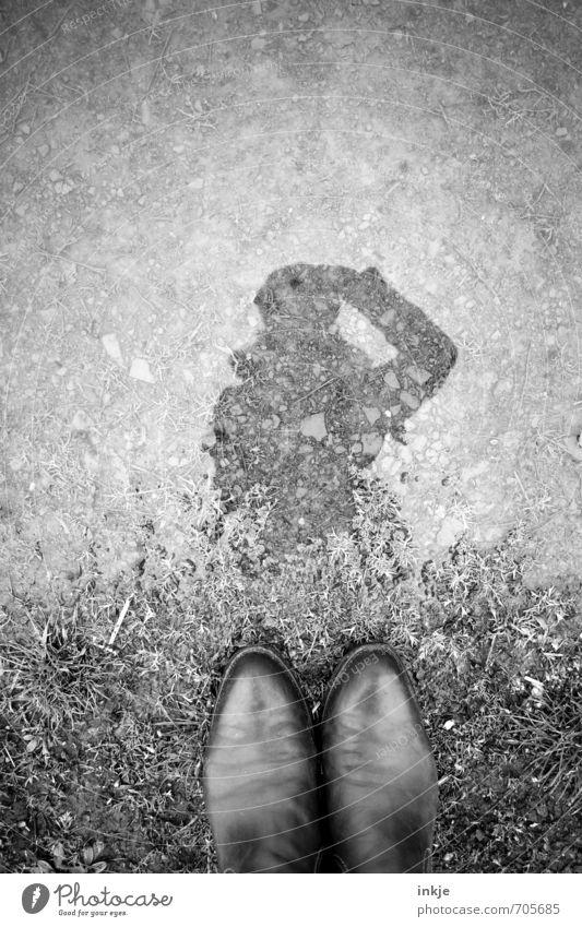 Self mit Füßen Frau Erwachsene Jugendliche Leben 1 Mensch Wasser Schuhe außergewöhnlich nass Neugier oben unten Gefühle entdecken Identität Inspiration