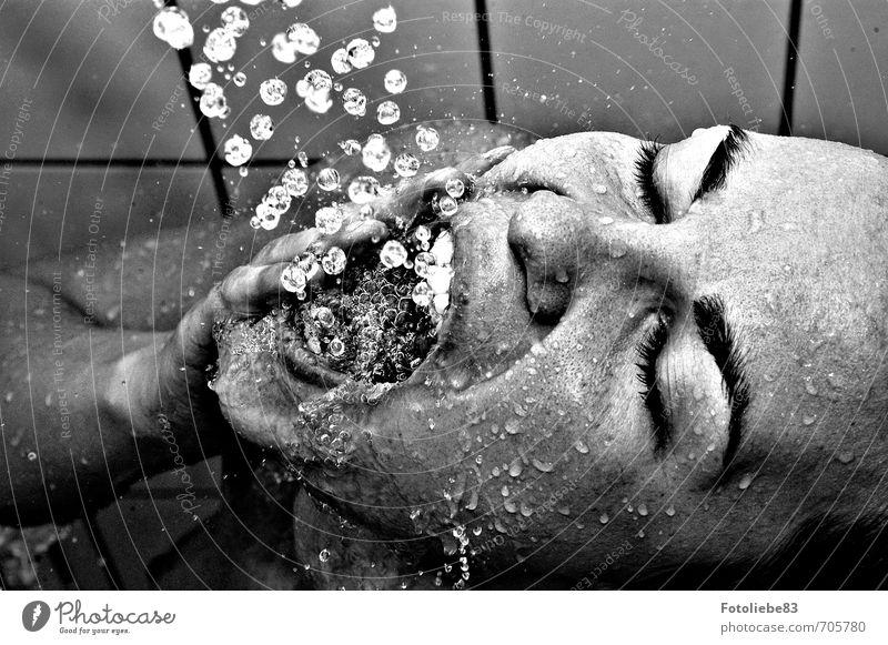 Zähneputzen einmal anders Mensch Jugendliche Wasser Erholung Junge Frau 18-30 Jahre Erwachsene feminin Kopf Wassertropfen Bad Wellness Wohlgefühl Körperpflege