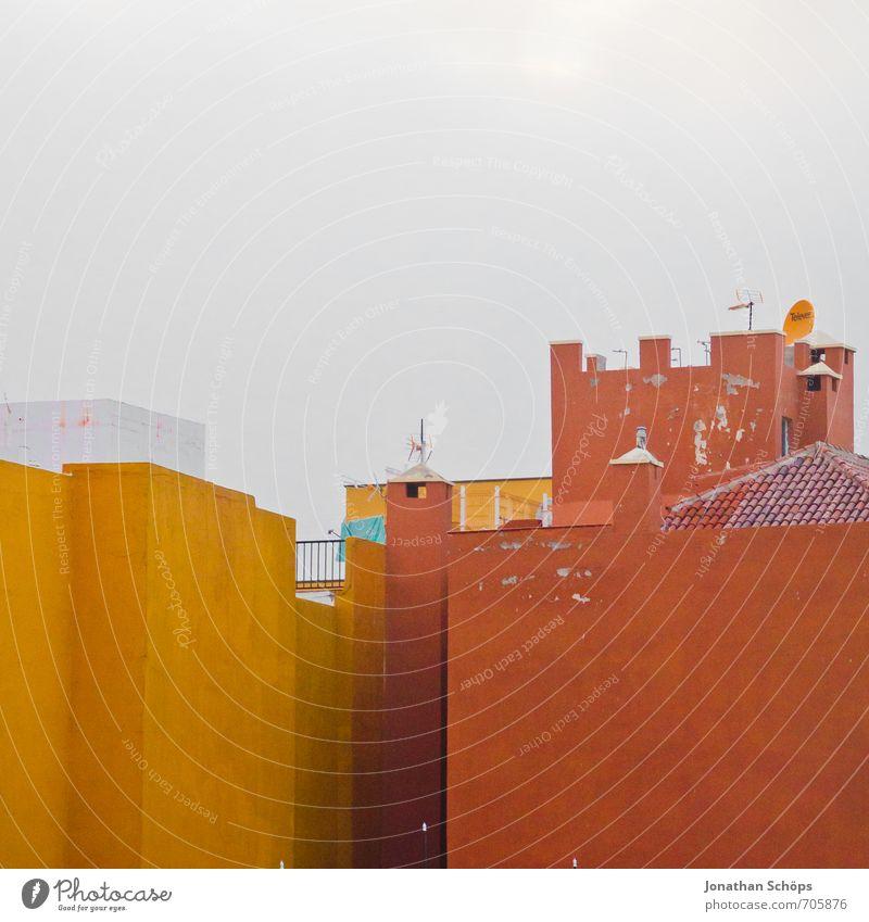 La Orotava / Teneriffa XLIII Himmel Ferien & Urlaub & Reisen Farbe Haus gelb Wärme Wand orange Tourismus ästhetisch Textfreiraum einfach Dach Turm Spanien Dorf