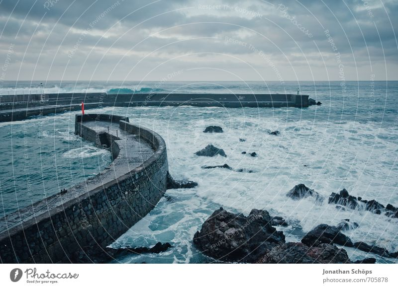 Puerto de la Cruz / Teneriffa XL Umwelt Landschaft bedrohlich Kanaren Atlantik Meer Wellen Langzeitbelichtung Ferien & Urlaub & Reisen Abend kalt Wind