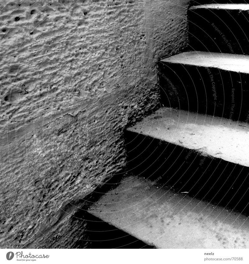 rauf und runter Keller steigen Wand Treppe aufwärts abwärts Kellertreppe