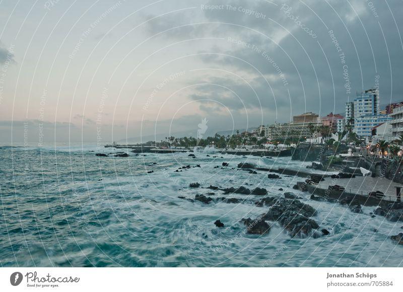 Puerto de la Cruz / Teneriffa XXXIX Umwelt Natur Landschaft Kleinstadt Stadt Stadtrand bevölkert bedrohlich Kanaren Atlantik Meer Wellen Langzeitbelichtung