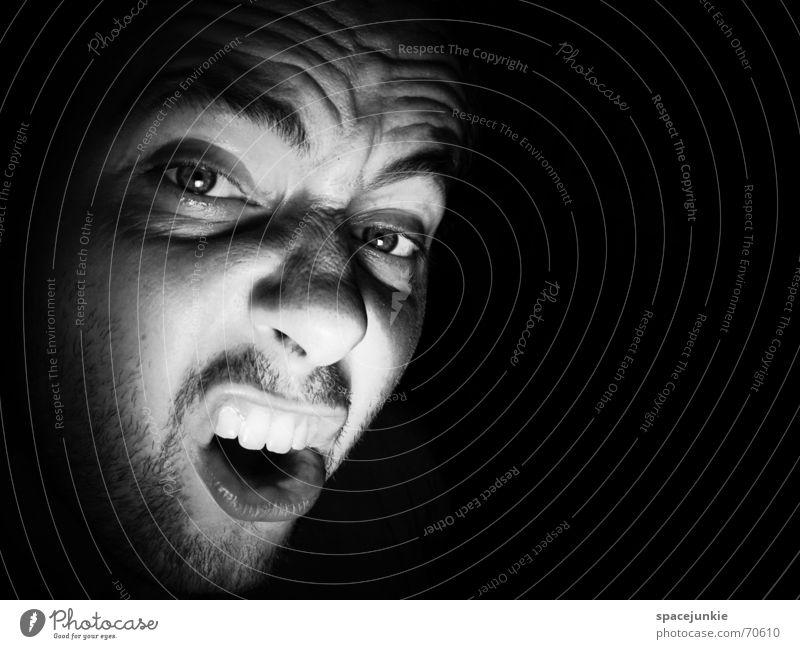 SHOUT (3) Porträt Mann Freak Angst beängstigend schreien dunkel schwarz Zähne zeigen böse verrückt Mensch Gesicht Gewalt Schwarzweißfoto