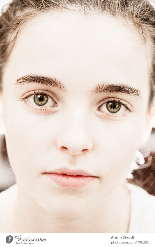 Ziemlich nahes Porträt Mensch feminin Jugendliche Gesicht 1 13-18 Jahre Kind brünett ästhetisch authentisch schön einzigartig weich Gefühle Stimmung achtsam