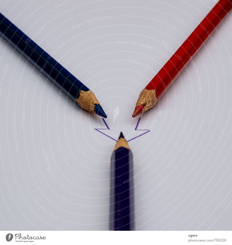 aus zwei mach eins Maler Holz Zeichen Pfeil zeichnen eckig blau violett rot Farbfoto Außenaufnahme Menschenleer Tag Froschperspektive