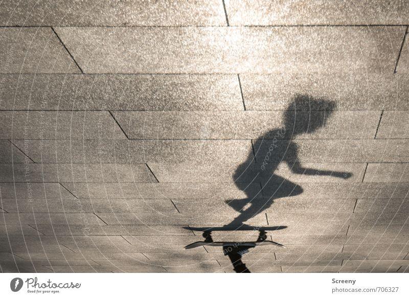 In Bewegung #1 Freizeit & Hobby Skateboarding Sportpark Mensch Körper Park Platz fahren Geschwindigkeit Stadt Freude Zufriedenheit Kontrolle Kraft Schattenspiel