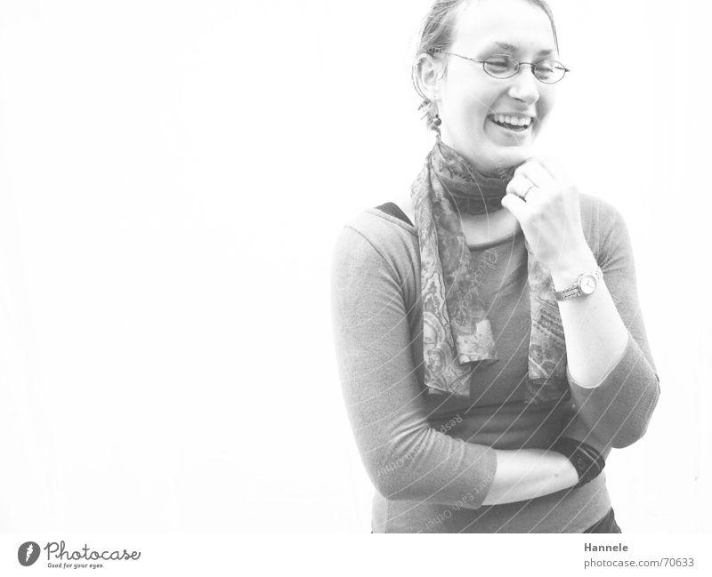 Judith Frau weiß T-Shirt Freundlichkeit Brille Schal Fröhlichkeit lachen white white wall Schwarzweißfoto sympatisch offen Tuch Freude happy