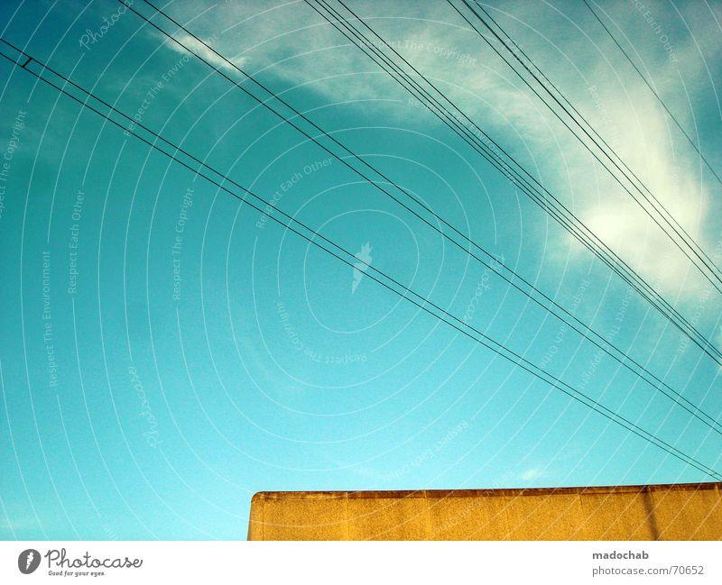 PERFEKTES UNGLEICHGEWICHT | himmel streben linien wolken Himmel blau Wolken gelb Stil Gebäude Linie orange türkis Grafik u. Illustration Leitung graphisch