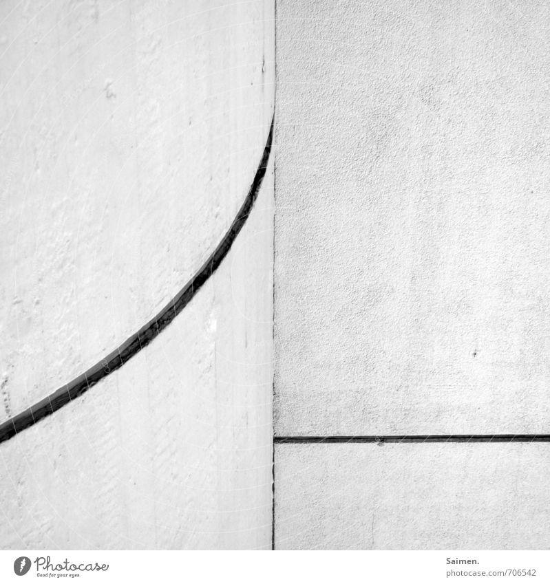 minimal Mauer Wand Fassade eckig einfach weiß Zufriedenheit ruhig Trennung gekrümmt Gegenteil Linie Schwarzweißfoto Außenaufnahme Nahaufnahme Detailaufnahme