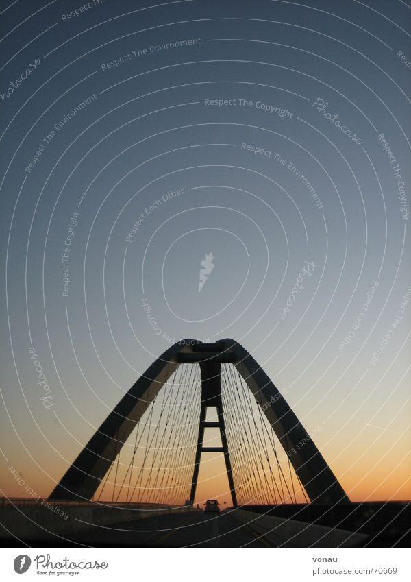 jenseits Nacht Sonnenaufgang Straße Brücke bridge Himmel sunrise Morgen Morgendämmerung Abend Abenddämmerung Klarheit Bogen blau
