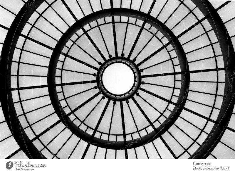kuppel Kuppeldach Dach München Ausstellung Kunst Pinakothek pinakothek der moderne Glas Schwarzweißfoto Museum Strukturen & Formen